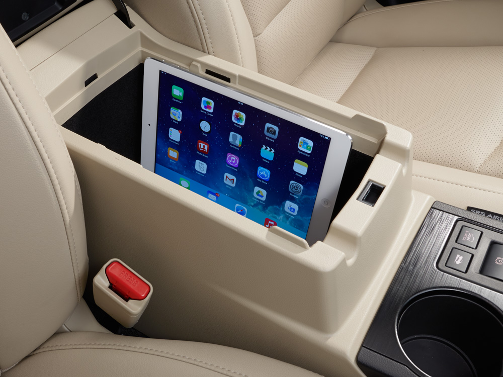 2018 Subaru Outback Storage for mobile devices (iPad<sup>®</sup>, cell phone, media hub)